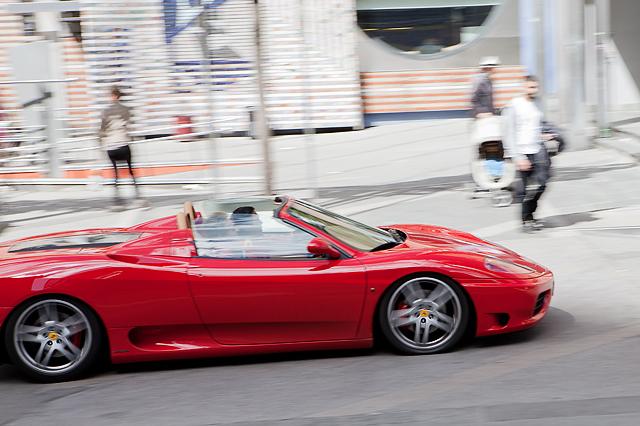 Christian kjører Ferrari