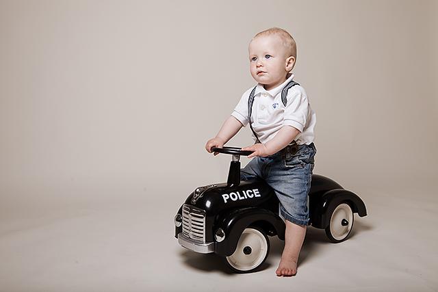 Edwing kom kjørende inn i studio på en tøff politibil