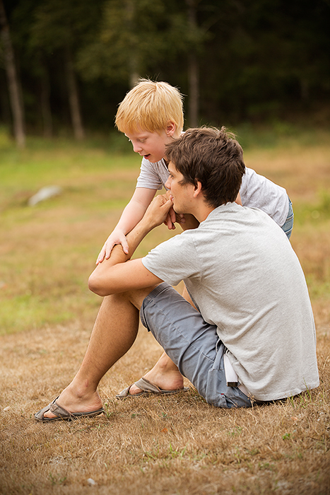Jonas henger med onkel Stian