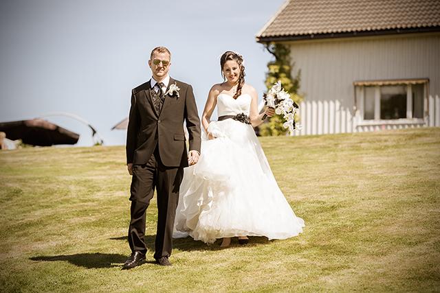 De nygifte på vei for å la seg fotografere