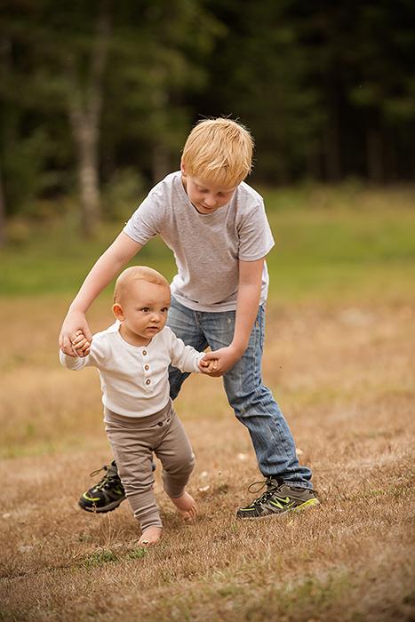 Jonas og Leon leker godt sammen